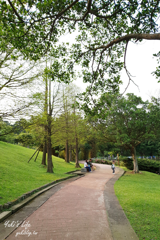 桃園景點【體育大學志清湖】湖邊餵魚大草皮野餐去!好停車還能免費逛台塑文物館 - yukiblog.tw