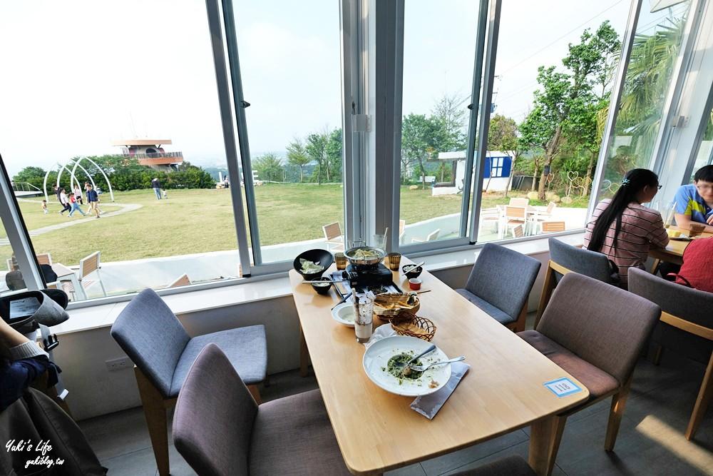 新竹湖口景觀餐廳》山丘上景觀咖啡館~希臘風建築,草皮適合親子活動還能賞夜景! - yukiblog.tw