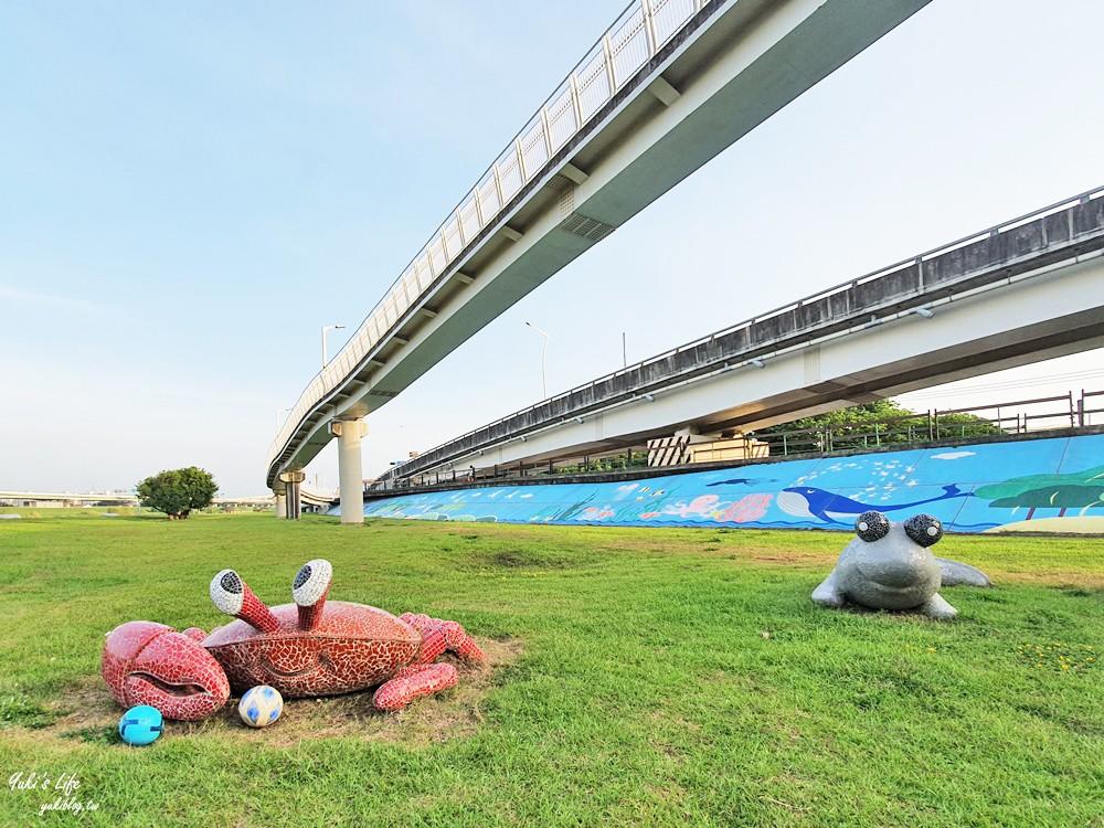 台北士林親子景點》日光水岸廣場~社子大橋下遊戲場,免曬太陽特色公園(有停車場) - yukiblog.tw