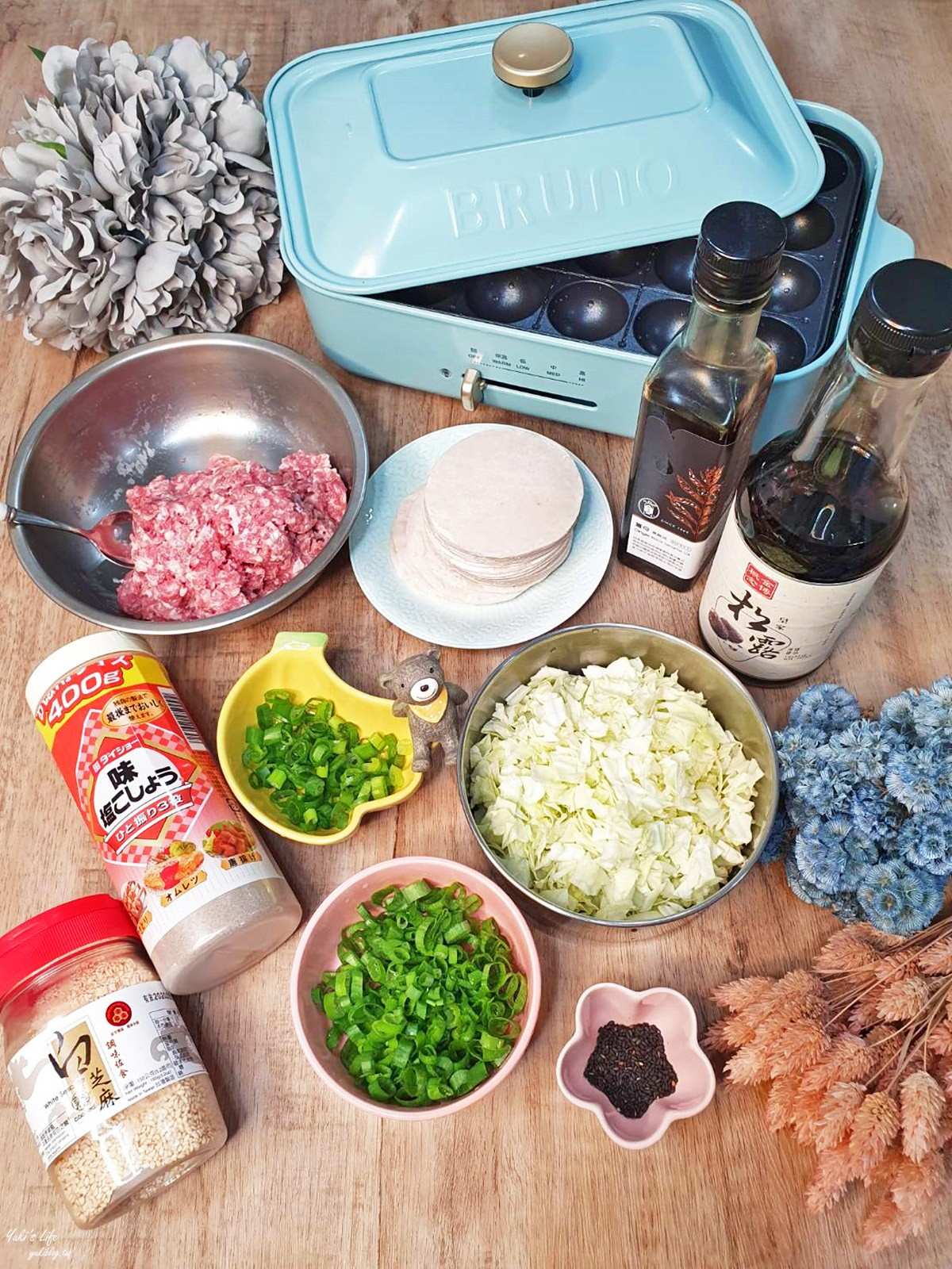 BRUNO電烤盤食譜》迷你水煎包~用水餃皮做水煎包簡單又好吃!香脆多汁一口接一口! - yukiblog.tw