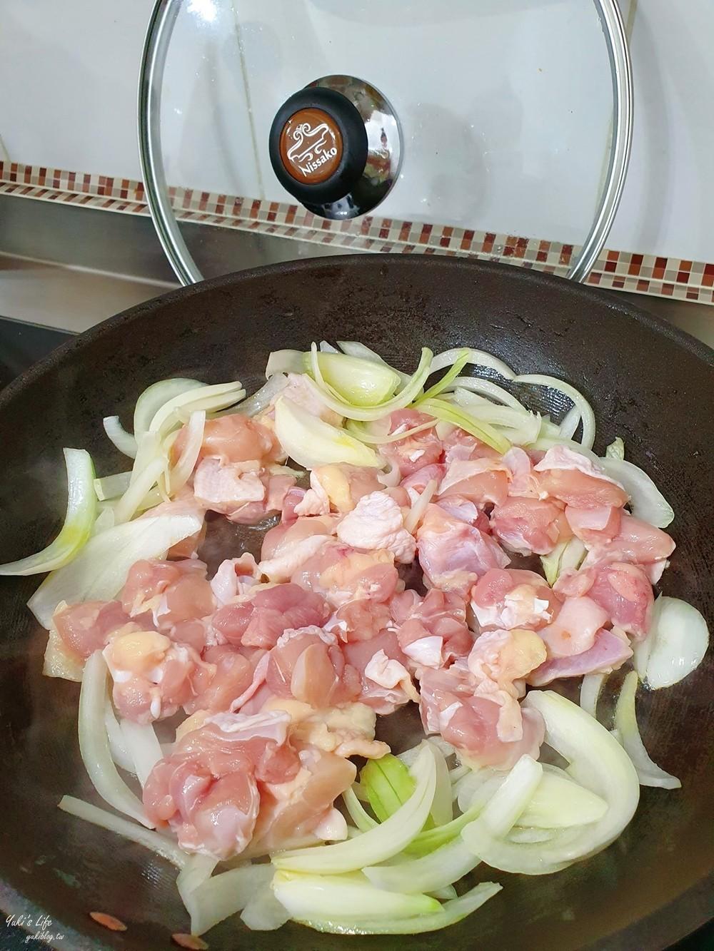 簡單食譜》滑蛋雞肉~配白飯吃就是雞肉親子丼嘍!餐廳菜超簡單! - yukiblog.tw