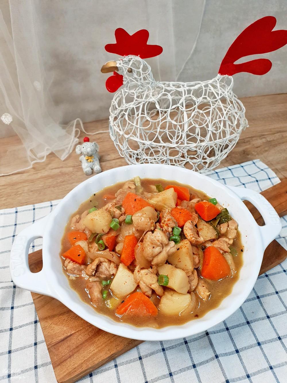 簡單食譜》馬鈴薯燉肉~白飯好朋友也太下飯了!鬆軟馬鈴薯超好吃~ - yukiblog.tw