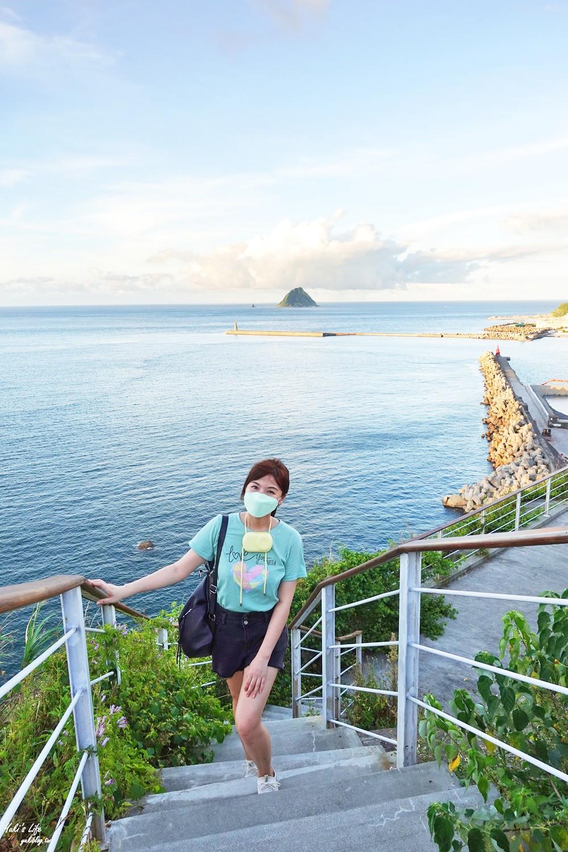 假日看海景點「基隆燈塔觀測台」寬闊觀景平台~走入海裡海景步道~遠眺基隆港碼頭作業 - yukiblog.tw
