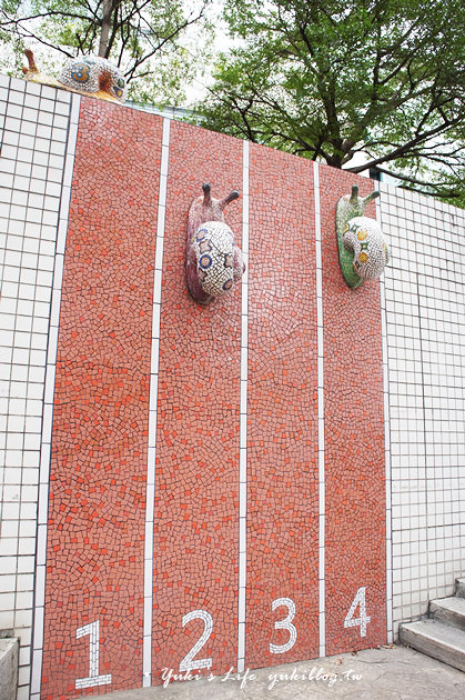 台北免費親子景點【線型藝術公園】蝸牛慢慢爬×弧形磨石子機器人遊戲場(捷運中山站) - yukiblog.tw