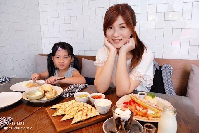曼谷特色早午餐【ROAST】超高人氣泡泡咖啡與草莓鬆餅甜點(澎蓬站The EmQuartier百貨內×曼谷親子景點)