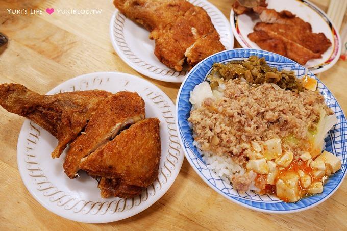 高雄美食【夜上海排骨飯/雞腿飯】吃不膩小吃~甜甜的肉燥很下飯、好大碗湯好便宜!