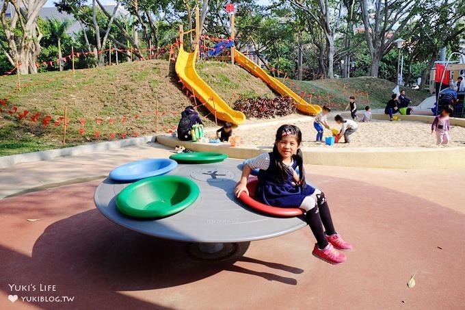 巨城週邊免費親子景點【新竹中央公園】特色兒童主題沙坑溜滑梯×網狀盪鞦韆
