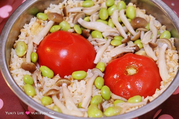 廚房習作【整顆番茄飯】簡單到不行.還超級快速又營養! 初次嘗試簡易蒜香版本