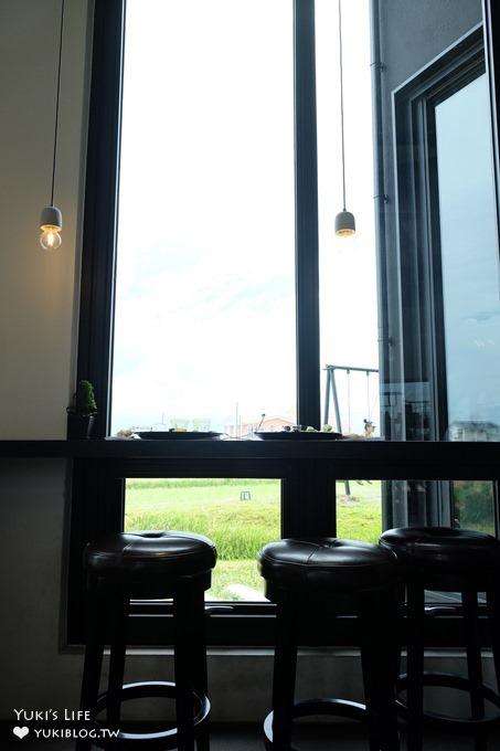 宜蘭大草皮咖啡廳【黑宅BLACKHOUSE】田野人氣盪鞦韆早午餐×IG拍照景點(宜蘭下午茶推薦) - yukiblog.tw