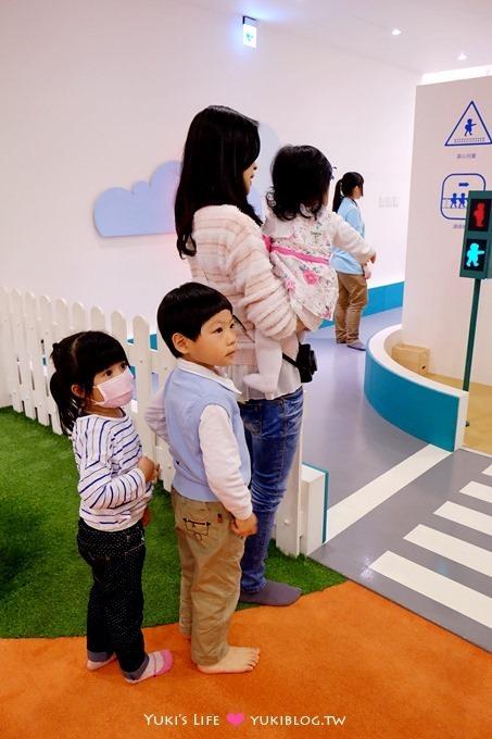 台北育兒【Fun kid fun 樂童樂親子遊樂園】超質感遊戲空間!可以在室內開車! @劍南路站 - yukiblog.tw