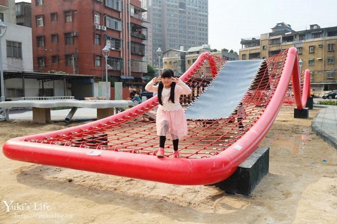 新北景點【佳和公園】大型波浪攀爬網特色公園×無邊際沙池、親子免費好去處!(有停車場)