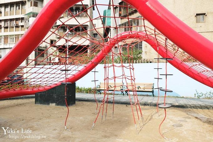 新北景點【佳和公園】大型波浪攀爬網特色公園×無邊際沙池、親子免費好去處!(有停車場) - yukiblog.tw