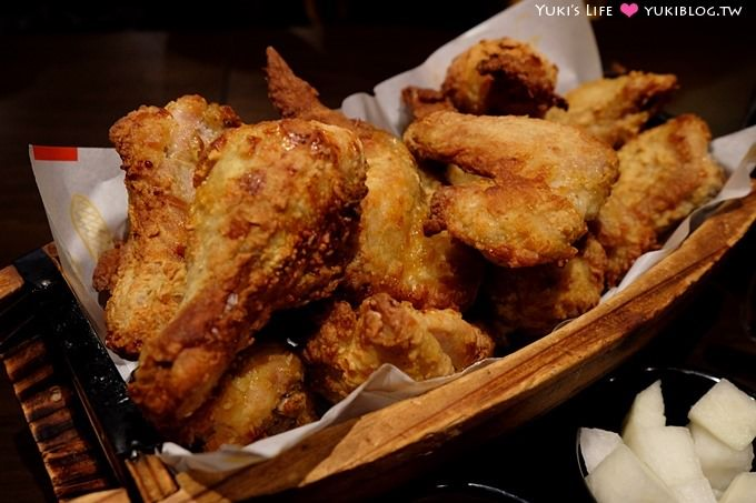 韓國首爾自由行【Oppadak炸雞/歐霸雞】用一艘竹船來裝、大家都用叉子吃 - yukiblog.tw