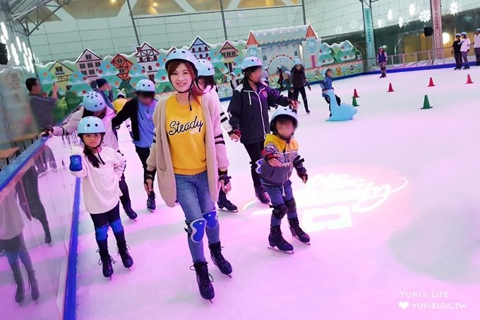 台北免費親子景點【中國信託金融園區滑冰場】下雨也能玩!冬季限定滑冰樂趣!