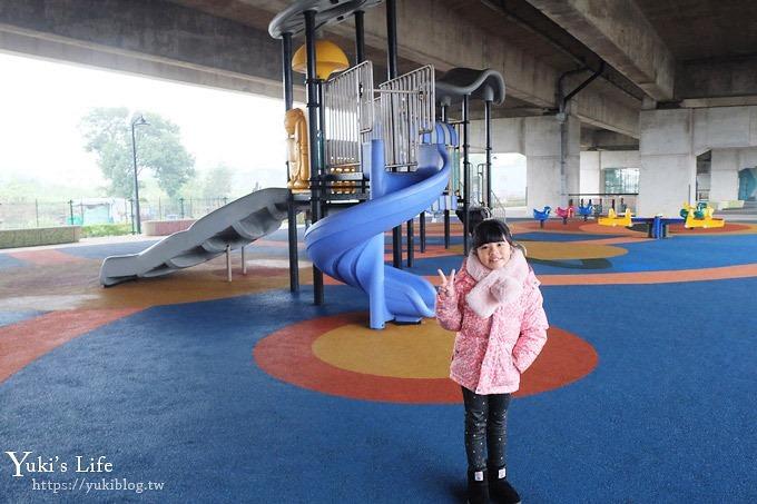 免費桃園景點【國際橋下兒童遊樂場】親子冒險公園×整排遊樂設施下雨也能玩!(籃球場、跑道、溜滑梯) - yukiblog.tw