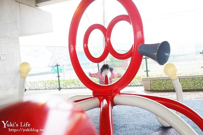 桃園免費親子景點【國際橋下兒童遊樂場】小刺激冒險公園×整排遊樂設施下雨也能玩!(籃球場、跑道、溜滑梯) - yukiblog.tw