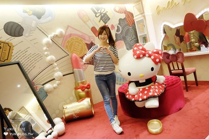 三井outlet【Hello Kitty Red Carpet美式餐廳】夢幻Kitty樂園拍照去×雨天室內景點!〈機場捷運林口站A9美食〉