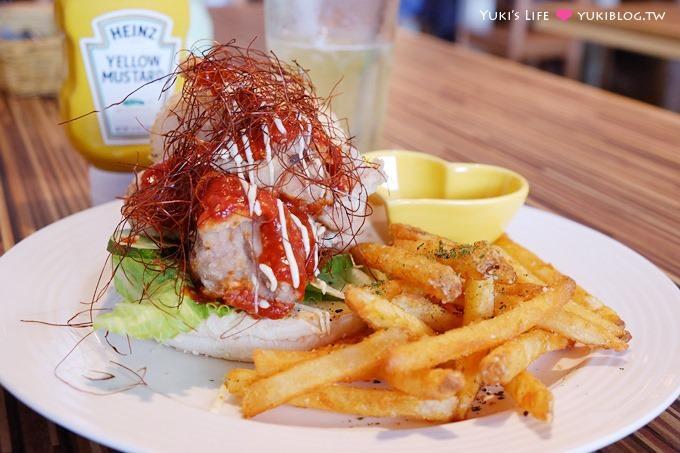 台北東區【Pigi Pigi 比崎餐坊】出乎意料~韓式辣醬雞塊漢堡、草莓乳酪冰淇淋煎餅~推薦!!