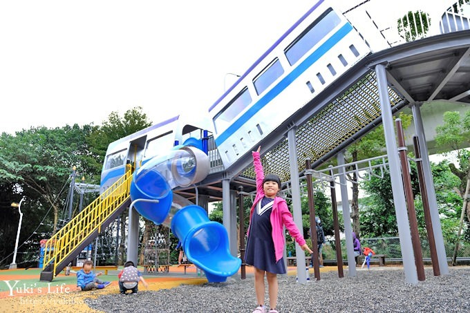 新北特色公園《林口樂活公園》捷運主題遊戲場×快速滑梯、高塔爬網、便利商店小老闆~等著大家來玩
