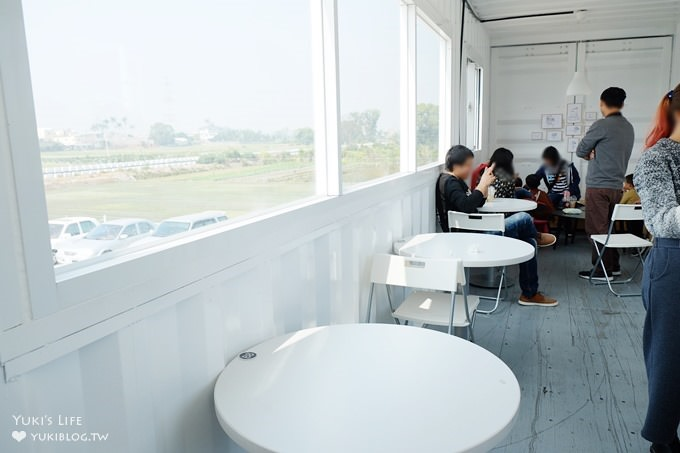 彰化田中IG打卡景點【好悠咖啡 HAOYU Coffe】好拍貨櫃屋咖啡館×人工草皮造型泳圈拍照佈景 - yukiblog.tw