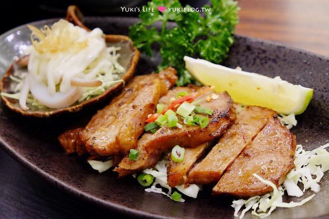 台中美食【阿Q茶舍】料理多樣平價!24小時營業、適合團體聚餐、有閱讀區