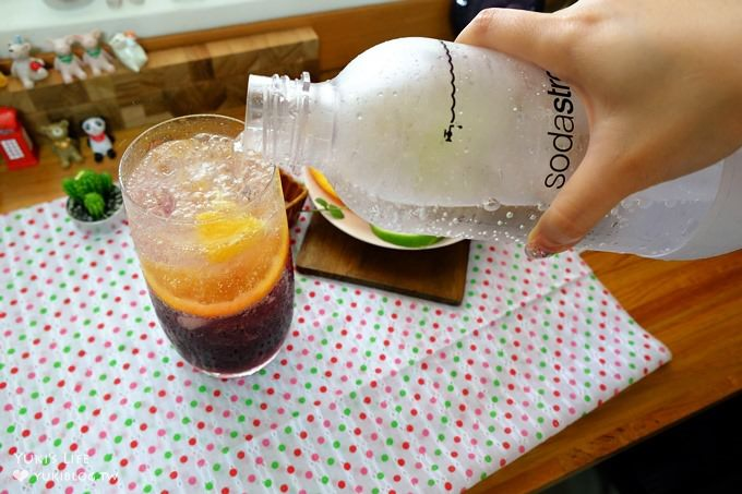野餐派對好物【Sodastream Genesis White 氣泡水機】夢幻漸層氣泡飲自己也能做×經濟實惠又方便(加碼新款塗鴉寶特瓶) - yukiblog.tw